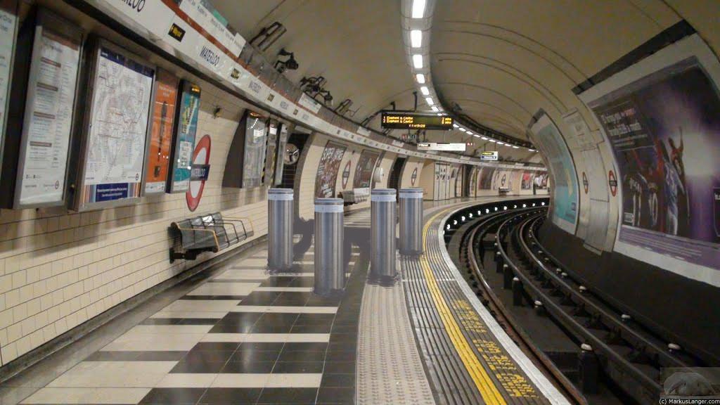 bollards on tube platform
